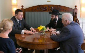 Statsminister Jüri Ratas mötte den judiska församlingens i Estland ordförande Boris Oks och chefsrabbin Šmuel Efraim Kot i Stenbocks hus