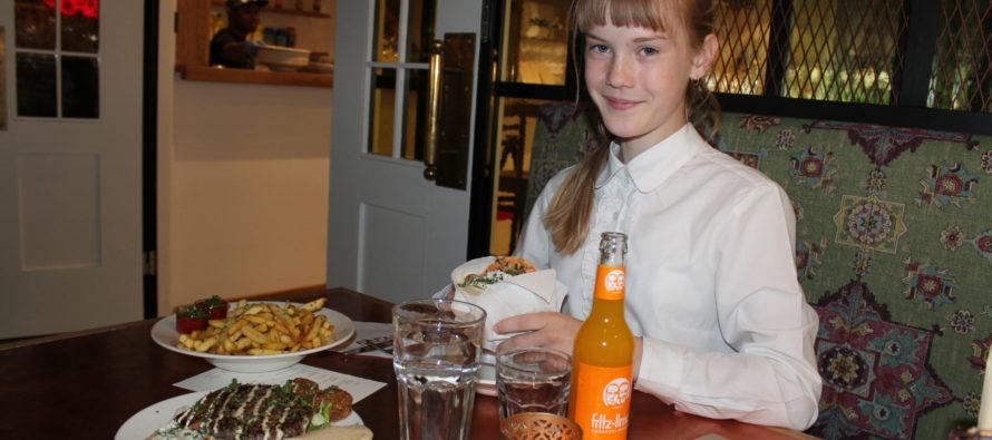 Helena-Reet: Ivanka Shoshanas födelsedagsmorgon och med Estella Elisheva i Viru center i Tallinn och på restaurang FAFA's