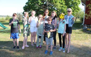 Helena-Reet: Vår lilla trädgårdsfest, integrering och 12 lådor glass från Balbiino Glasshjälp