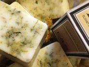 Helena-Reet: Elisheva & Shoshana lanserar sina första kosmetikaprodukter på marknaden!